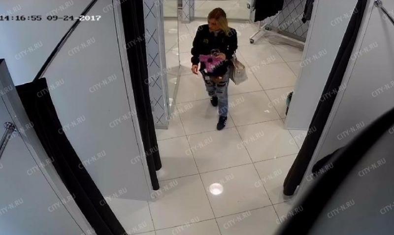 В Новокузнецке дама пришла в магазин без трусиков, а ушла с пятью
