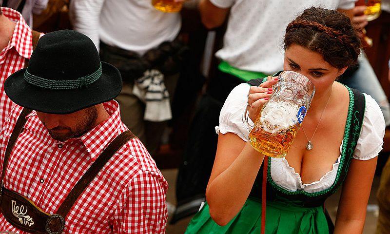 У фанатов пенного снова праздник: в Мюнхене начался Октоберфест