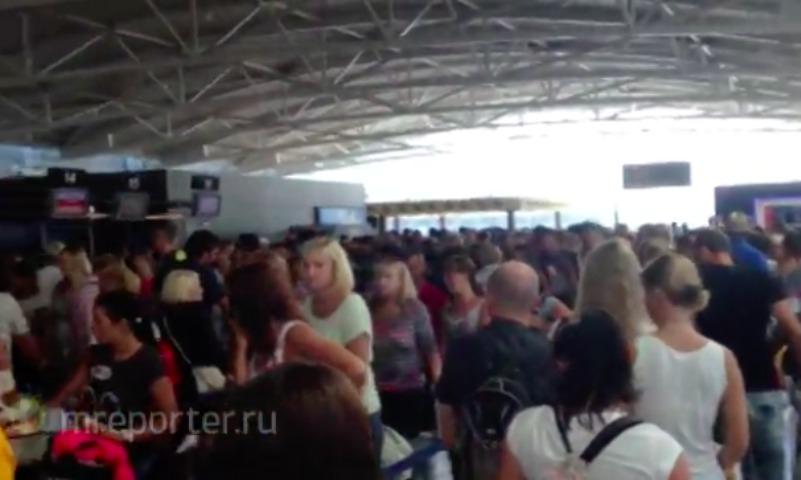 Бросили как собак: пассажиры пожаловались на авиакомпанию «Россия»