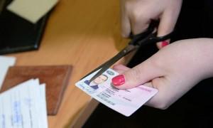 Госдума оставит за приставами право изымать водительские права у должников