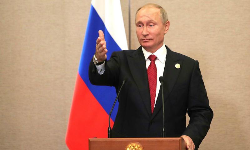 Путин считает неправильным обговаривать возможность импичмента Трампа
