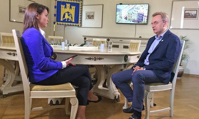 Глава Львова на чистом русском назвал Путина образцом для всех