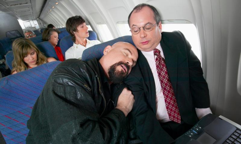 Ученые запрещают авиапассажирам спать во время полета