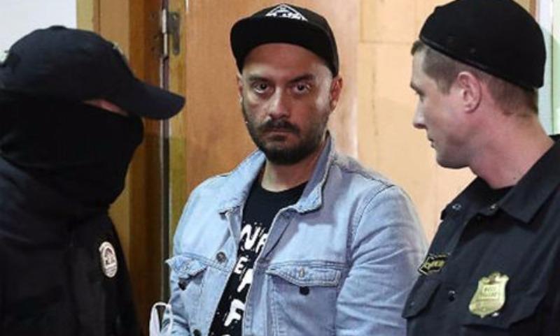 Суд отказал поручителям Серебренникова и оставил режиссера под арестом