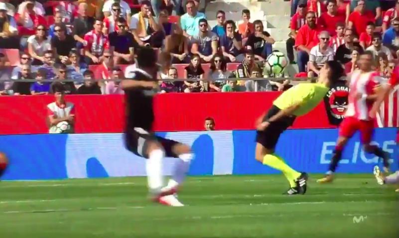 Футбольный судья из Испании выступил в роли Нео из «Матрицы»