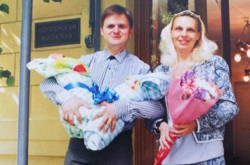Суррогатная мать забрала детей в свою семью