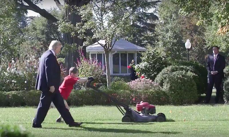 Трамп разрешил мальчику постричь газон у Белого дома