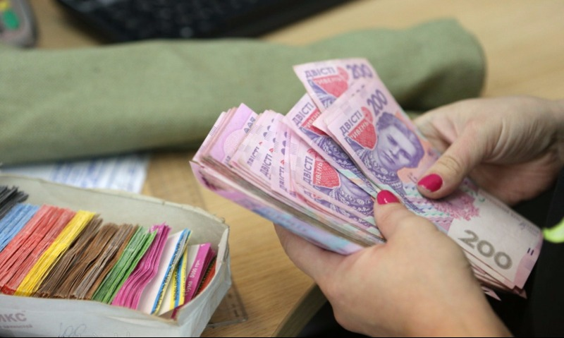 Вгосударстве Украина замесяц снизилась средняя заработная плата