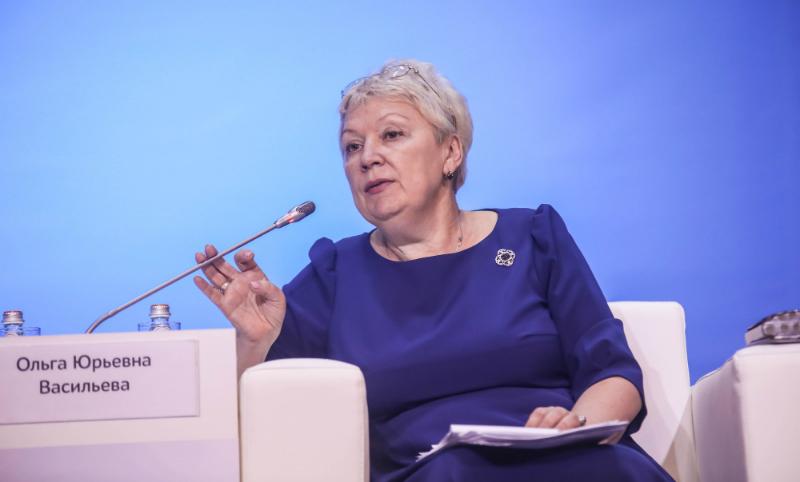 Васильева решила освободить российских школьников от изучения второго иностранного языка