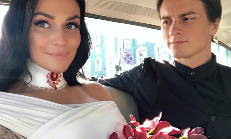 Алена Водонаева раскрыла подробности своей первой брачной ночи