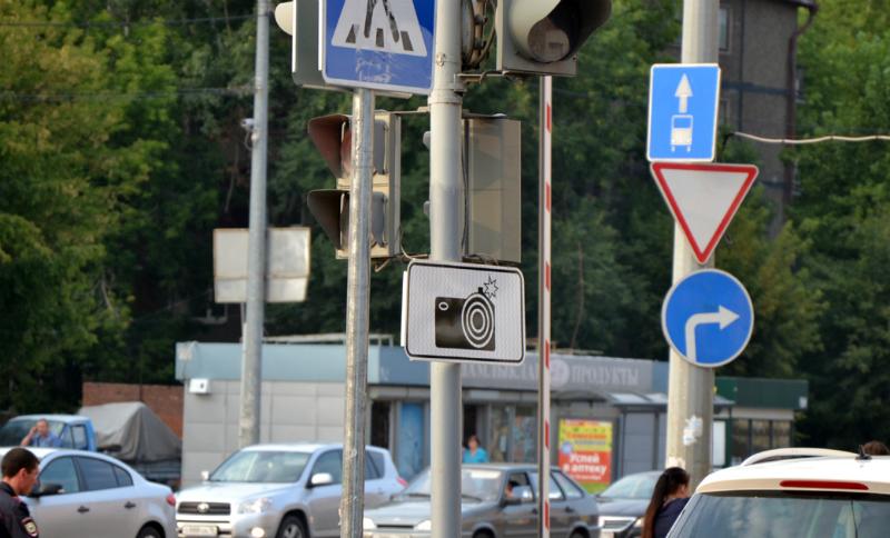 Дорожные знаки в РФ сделают меньшими поразмеру— результаты правительственной комиссии