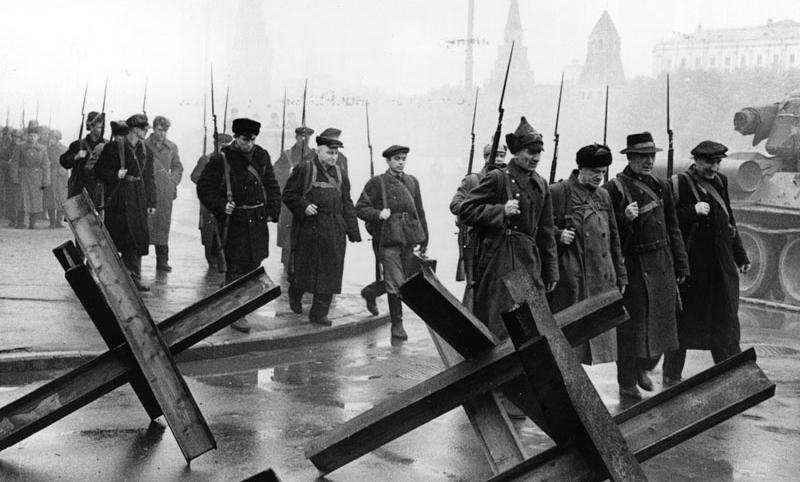 Календарь: 19 октября - В Москве объявлено осадное положение