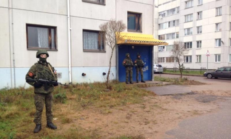 Обитатели общежития взялись за оружие, чтобы защититься от коммунальщиков