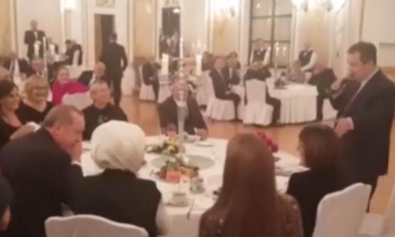 Эрдогану спел песню глава МИД Сербии