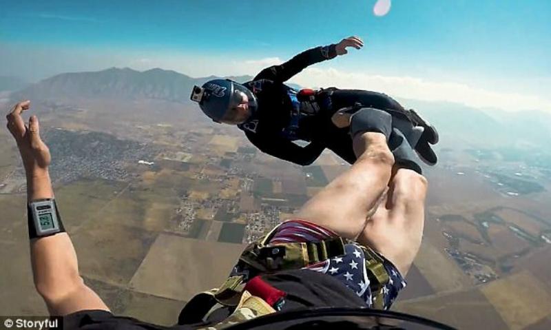 Парашютист стащил штаны с товарища на пятикилометровой высоте