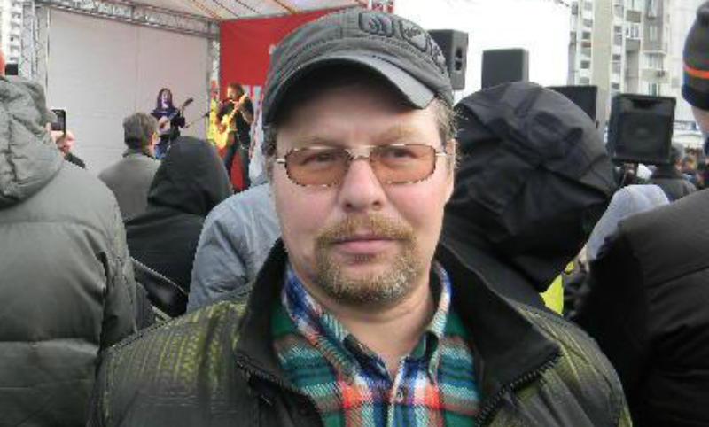 Соратник оппозиционера Ильи Яшина умер после нападения в Москве