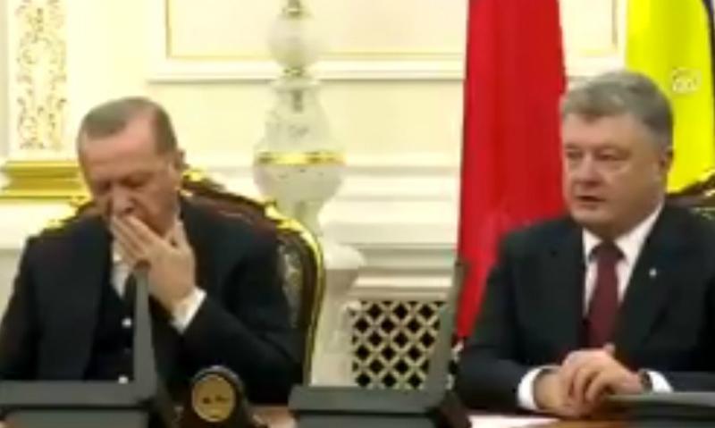 Эрдоган несколько раз заснул во время пресс-конференции с Порошенко