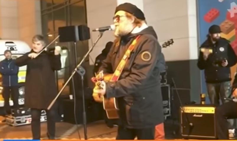 Видео бесплатного концерта Гребенщикова в затопленном Калининграде появилось в Сети
