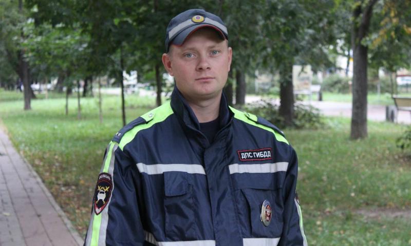 От пьяного с ножом спас женщину и ребенка инспектор ДПС в Москве