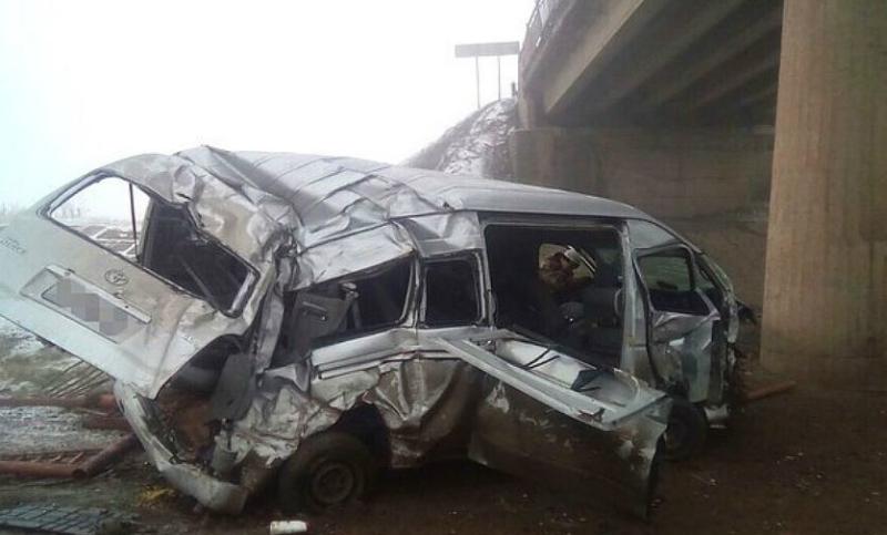 Опубликованы фото с места падения микроавтобуса с моста в Башкирии