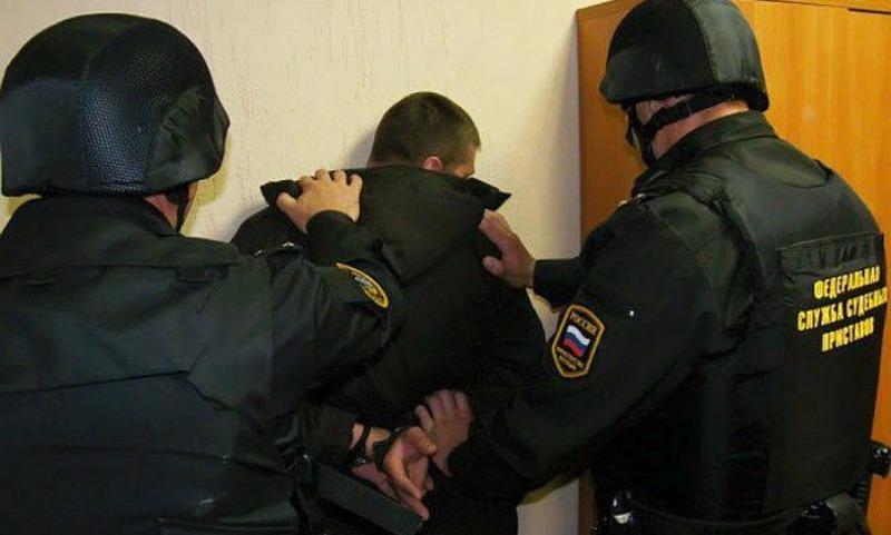 Путин разрешил приставам задерживать алиментщиков без участия полиции