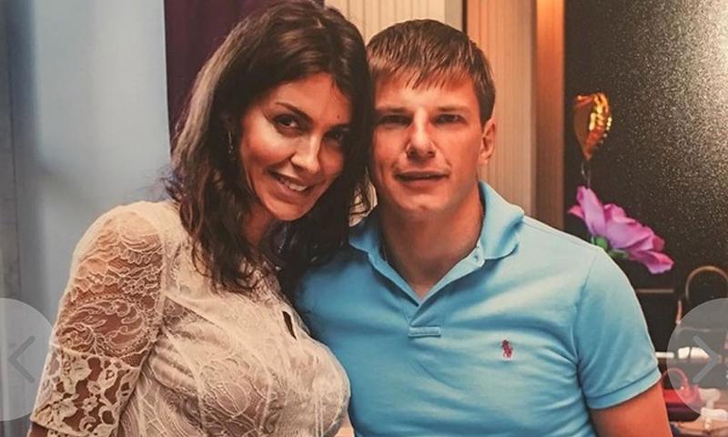 Жена Аршавина считает, что слухи о разводе с футболистом распускает Барановская