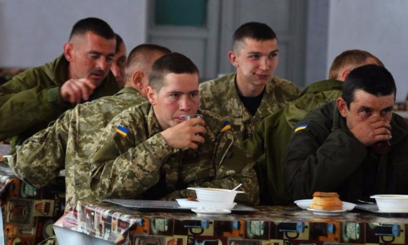 Российская посуда вызвала истерику у украинских военных