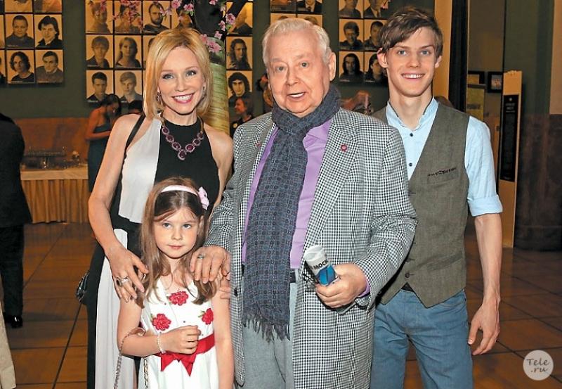 Марина Зудина и Олег Табаков с детьми Павлом и Марией