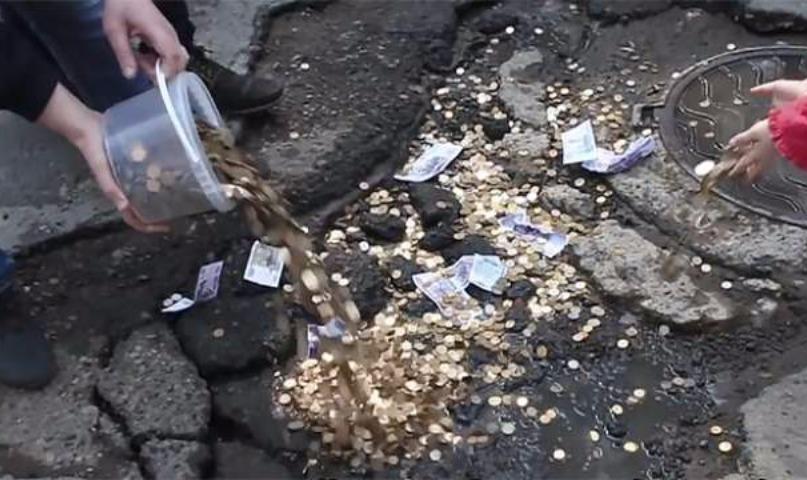 Правительство выделило регионам 10 млрд рублей на дороги