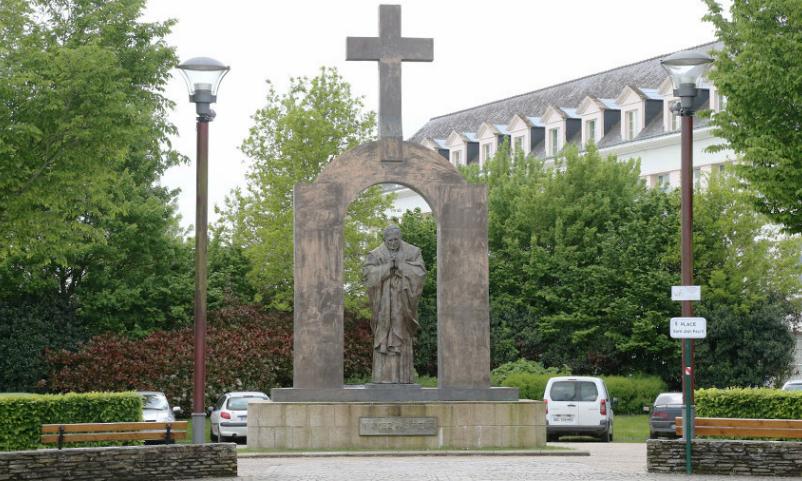 Польша хочет забрать у Франции памятник работы Зураба Церетели