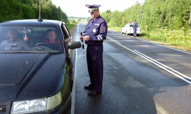 «Антинавальный»: в Крыму сотрудники ГИБДД проверяют водителей на причастность к протестам