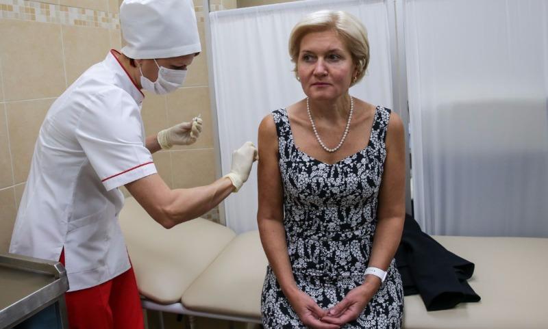 Стало известно, скольких россиян уже привили от гриппа