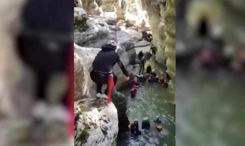 Видеофакт: будущих губернаторов проверяют на прочность прыжками со скалы