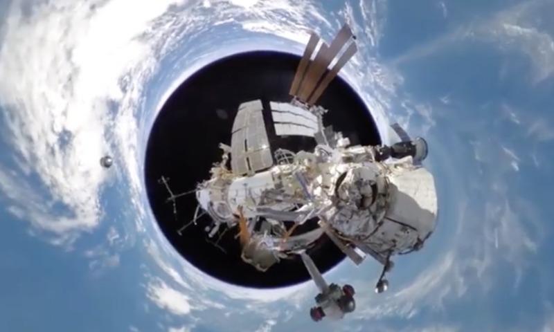 Россияне сняли уникальное панорамное видео из открытого космоса