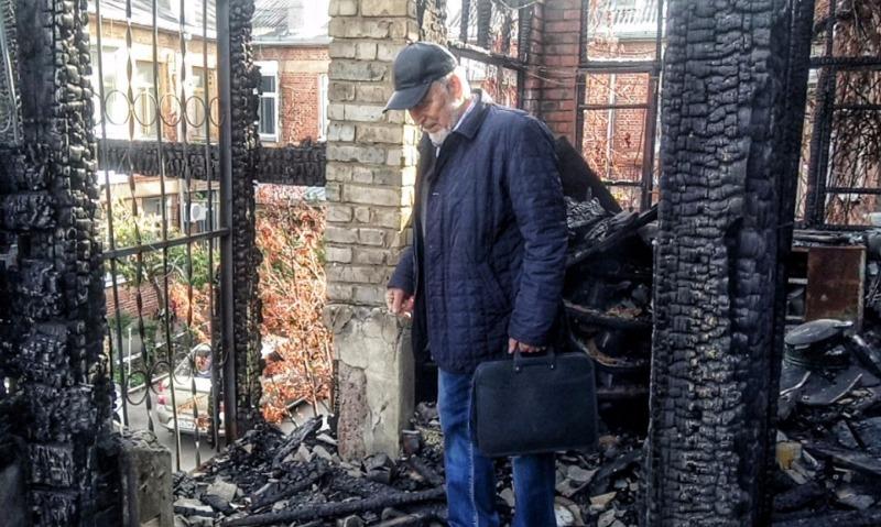 Заслуженный преподаватель после пожара вынужден жить в краснодарском общежитии