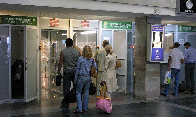 В России в три раза повысили порог на право выезда за рубеж