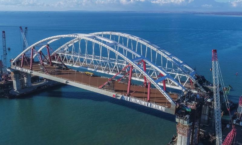 Под обеими арками Крымского моста открыли движение судов