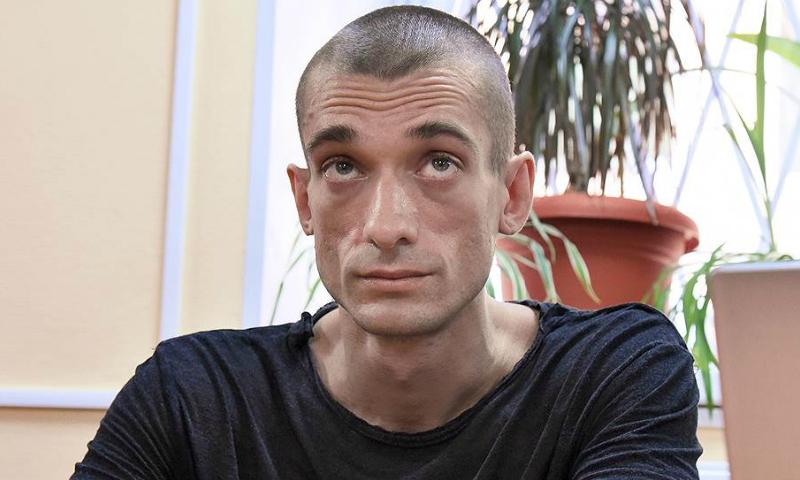 Художника Павленского отправили в психбольницу после поджога Банка Франции