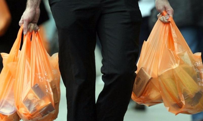 Россиян заставят дважды заплатить за пакеты в магазинах