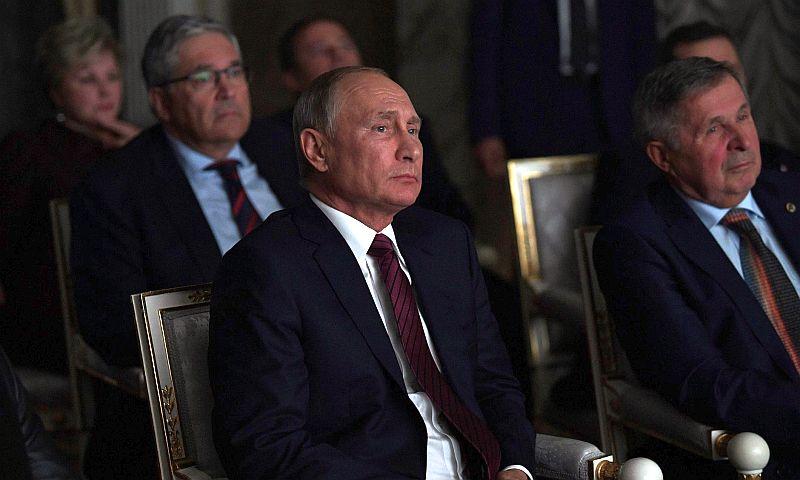 Путину в Кремле показали фильм о советских героях-космонавтах
