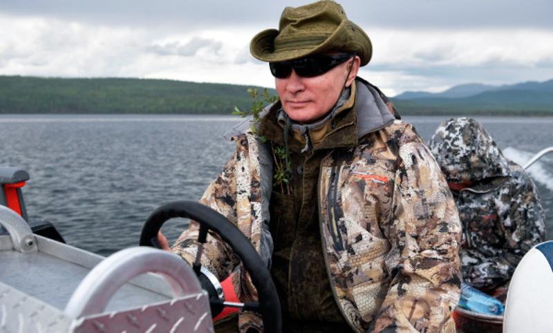 Putin Style: британский бренд выпустил коллекцию верхней одежды в честь российского лидера