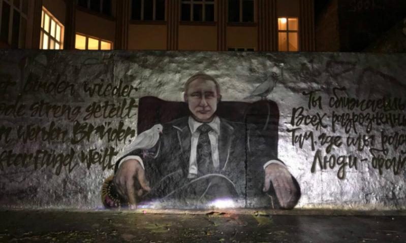 Путин и голуби: в Берлине появилось граффити с российским президентом