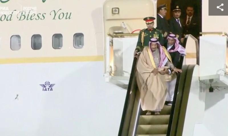 Заклинило: исторический визит в Россию короля Саудовской Аравии начался с казуса в аэропорту