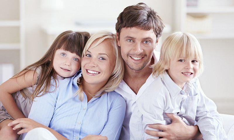 Ученые выяснили, кого из детей мамы и папы любят больше