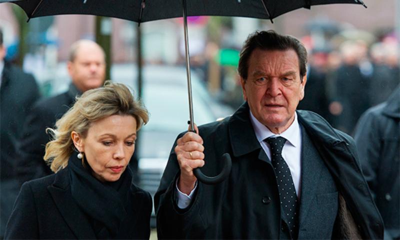 Экс-канцлер Германии Шредер бросил жену и русских детей ради любовницы-кореянки