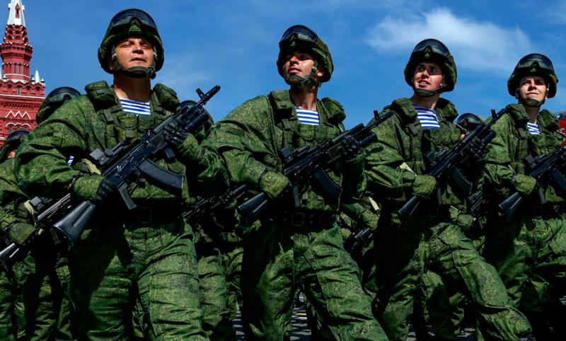 Владимир Путин пообещал полностью перевести российскую армию на контракт