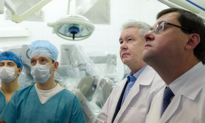 Московским врачам серьезно повысят зарплаты