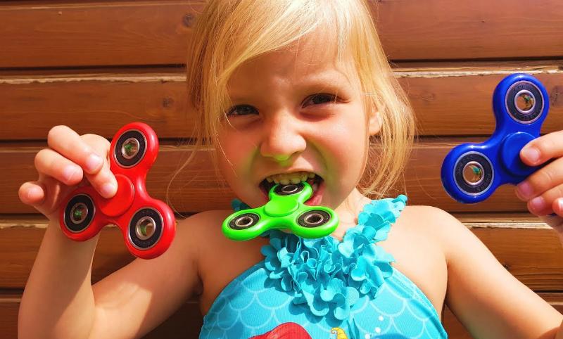 Роспотребнадзор назвал спиннеры безопасными для детской психики