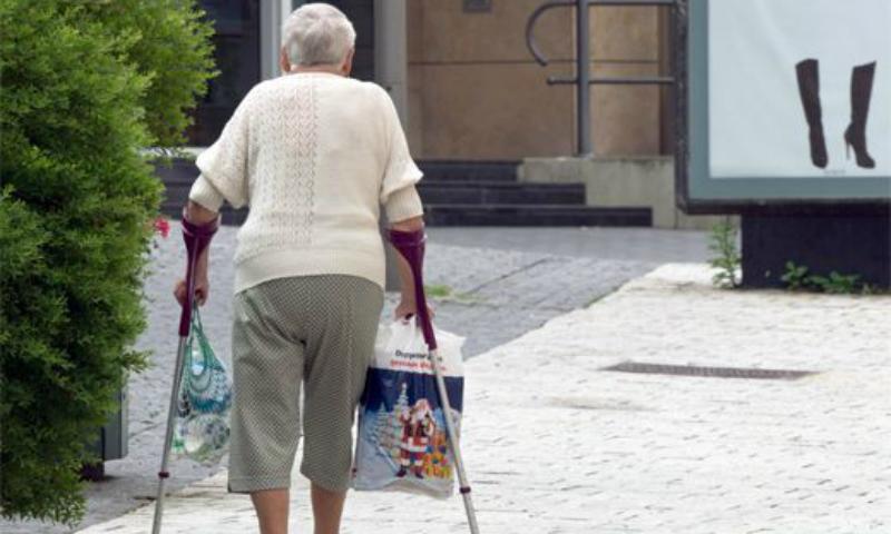 Ученые назвали самые травмоопасные месяцы для стариков
