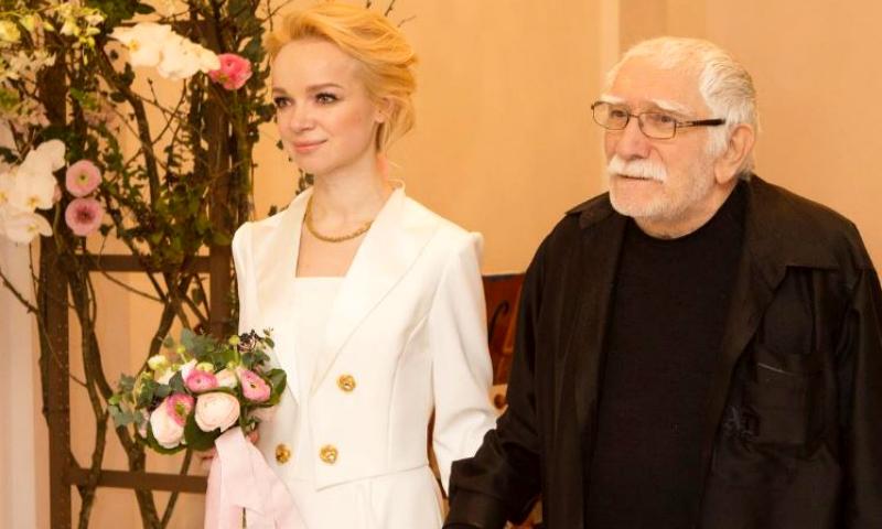 Жена Джигарханяна покинула Россию